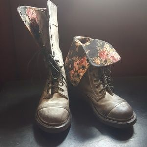 Dr. Marten triumph boots